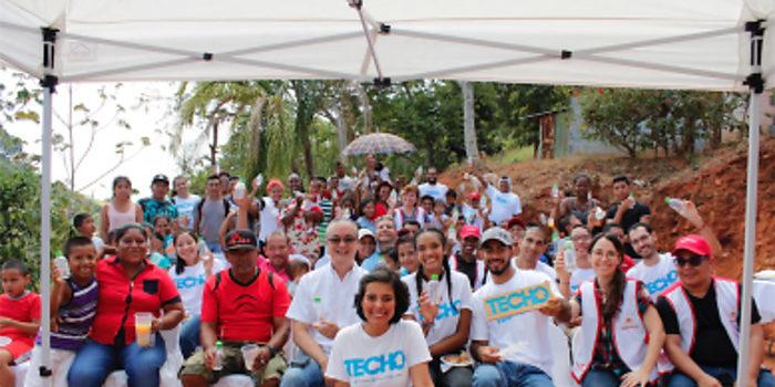 TECHO y Fundación TRENCO inician construcción de casa comunal con botellas